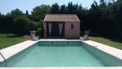 Photo for Villa with peaceful pool on the heights of Isle sur Sorgue