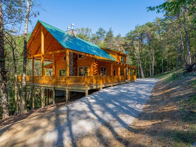 Photo for Gorgeous hilltop lodge with wrap around decks! New to Homeaway! Minutes from the caves!