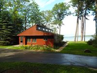 Beautiful cottage on Burt Lake