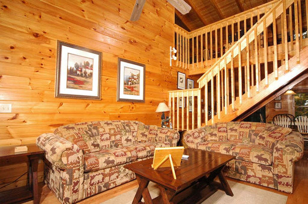 Large luxury cabin located close to downtown gatlinburg for Gatlinburg tn luxury cabins