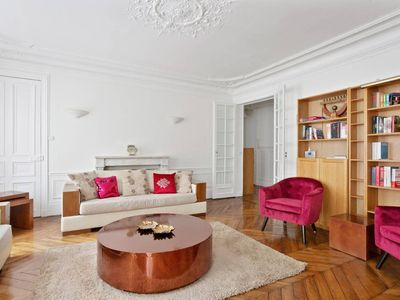 Photo for Bright & Spacious 3 bedroom flat for 6 in Paris