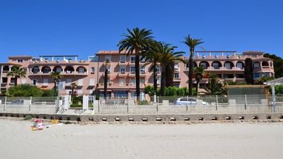 Photo for 86 M2, stunning views of the Bay of Bandol, 30 m from the beach