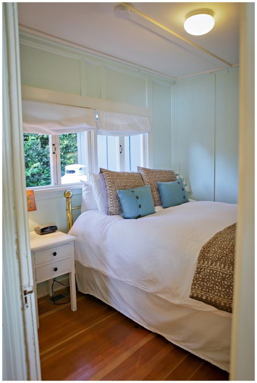 Bainbridge Island Cottage Al 2nd Bedroom Offers A Queen Bed And High Quality Sheets