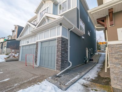 Photo for Cozy & Warm Enclave close to Downtown Calgary