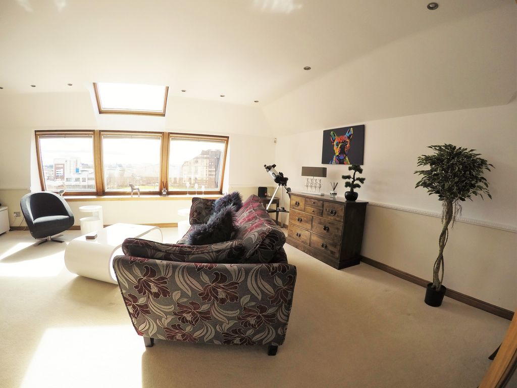 2 bedroom penthouse apartment glasgow city centre river view glasgow apartment rental