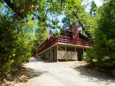 Photo for sleeps 18, room for the whole family, lake privileges, steps from the lake.