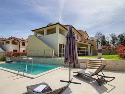 Photo for Holiday house Banjole for 1 - 10 persons with 4 bedrooms - Holiday house