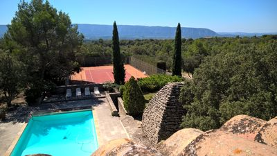 Photo for Provencal view views of Lubéron is a peaceful location in a garrigue