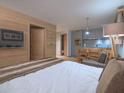 Photo for Lovely apartment for 2 guests with WIFI, hot tub, TV, pets allowed and parking