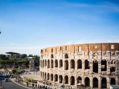 Photo for Perfect Spectacular Coliseum Views-Wifi-AC-Quiet- Brite-Shops-Transport Nearby