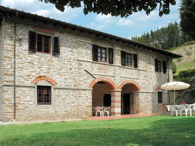 Photo for Detached holiday home with swimming pool and vineyard views over Tuscany