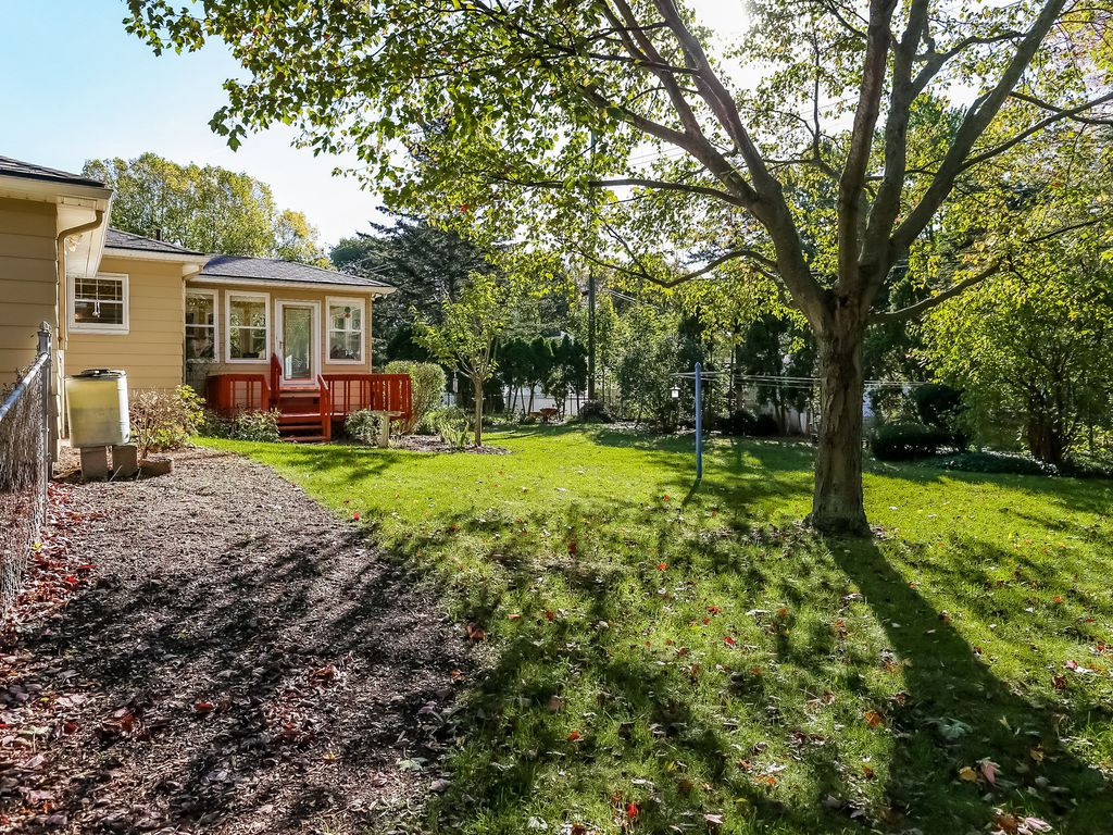 charming home with sunroom surrounded homeaway milford