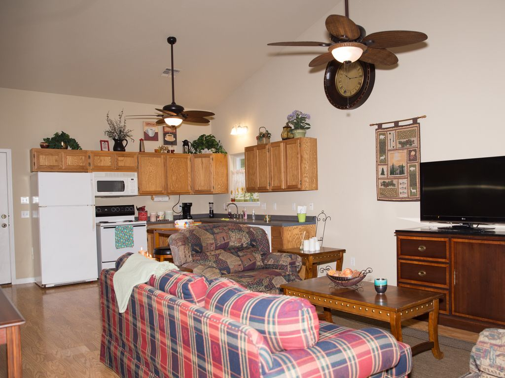 Ally's Cottage   Perfect getaway for couples, familes, fishermen, and hunters