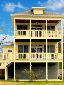 Minutes to Downtown! Spacious new home with POOL! River view, private, safe