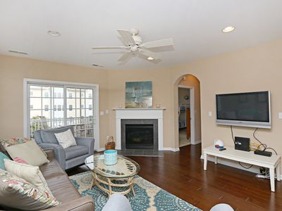 Photo for 31568-207: 3BR+den Bayside condo! Just steps to Sun Ridge pool & amenities!