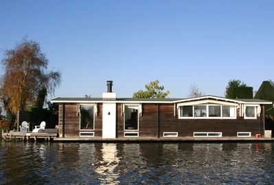 The houseboat seen from the riverside.