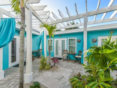 Photo for Tropical Breeze Resort - Large Kitchen, Living, Dining w/ Separate Bedroom. Close to Siesta Key Beach and Village. INCLUDED: Daily Housekeeping, Bikes, 2 Pools/1 Spa, Beach Chairs, Beach Towels, WiFi, Parking , Games, BBQs and More!
