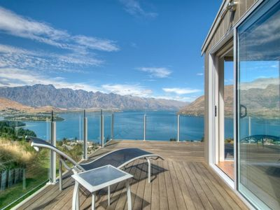 Photo for 9b Apartment on Von- Stunning Views in Queenstown