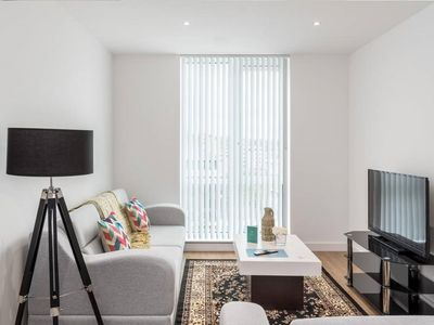 Photo for 1BR Apartment Vacation Rental in Bracknell