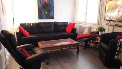 Photo for Beautiful renovated apartment functional next to the Place de la Comedie, 5 minutes walk.