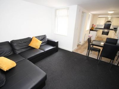 Photo for 6 bed house, Liverpool