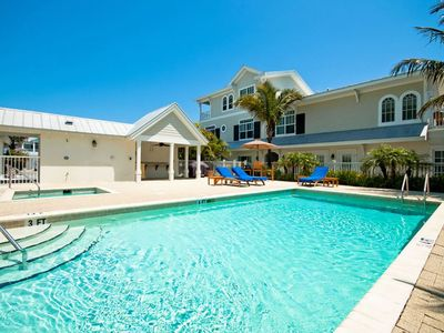 Mainsail Beach Inn 3 Bedroom Beach Front unit