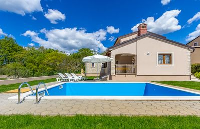 Photo for Villa with private pool, 3 bedrooms, 2 bathrooms, washing machine, air conditioning, wireless internet, parking and pets are also welcome