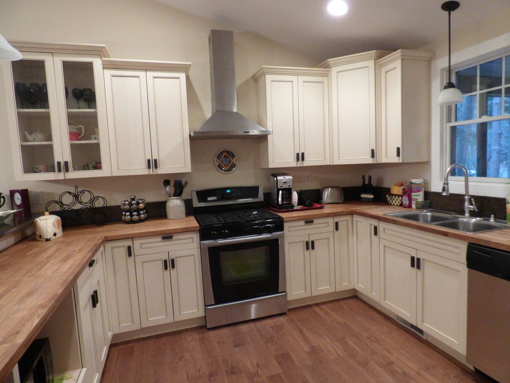 Large U Shaped Kitchen Perfect For Making Group Meals