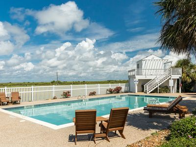 Large family home w/ Gulf view, beach access, shared pool, small dogs OK!
