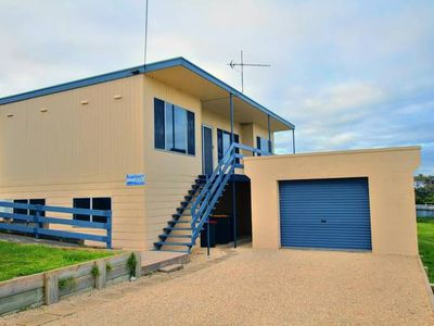 Photo for Beachport GREENFIELDS HOLIDAY HOME