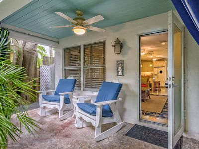 Lennon's Lodge-2 BR Luxury Cottage w/Private 6 person Spa, 2 Heated Pools!