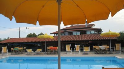 Photo for Apartment in villa with pool 5 km from the sea of Tortoreto