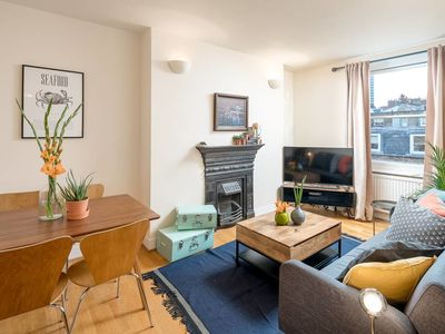 Photo for Beautiful 2 Bed 7 mins to Oxford Circus
