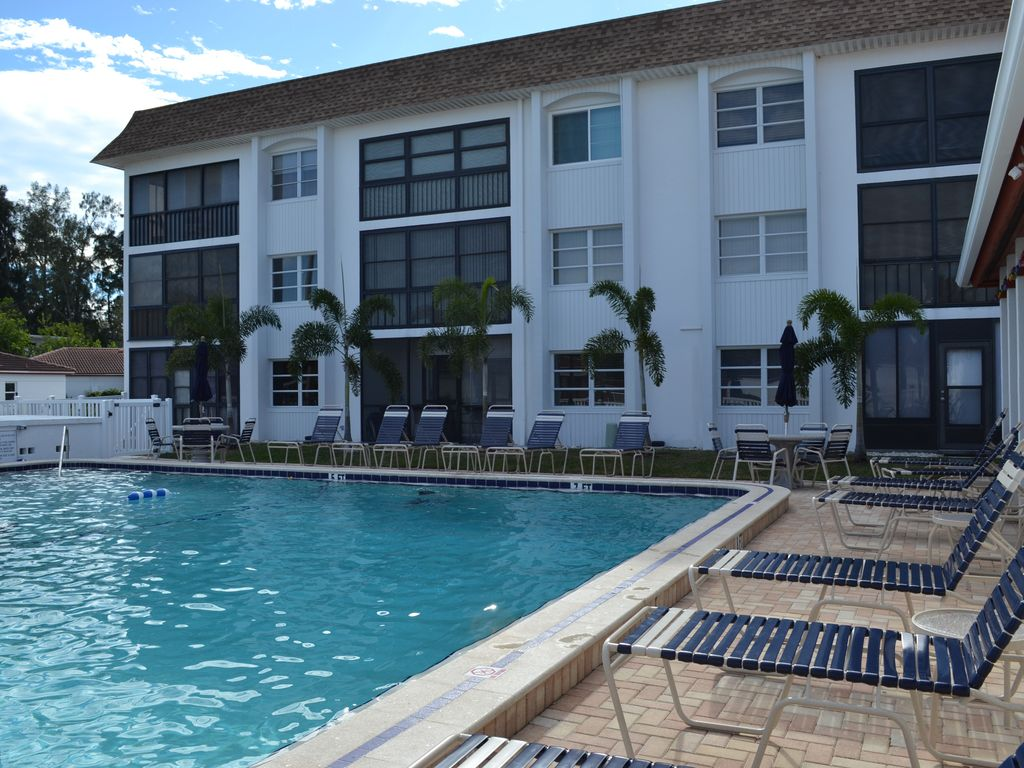 Siesta Key Condo Walk To The Beach Heated Pool 2 Br Vacation Condo For Rent In The Siesta