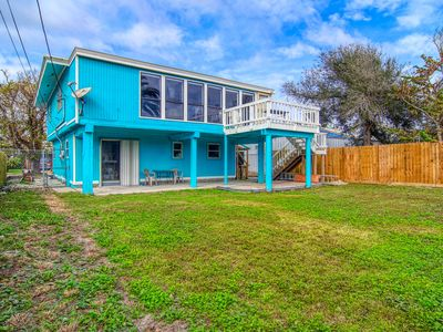 Photo for 2/1 Island home! Short drive to the beach, fenced yard and pet friendly!