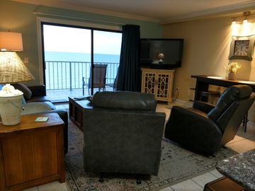 20% off Bookings Feb 26-April 30   Beachview newly Renovated 5 Star Rating 1BR