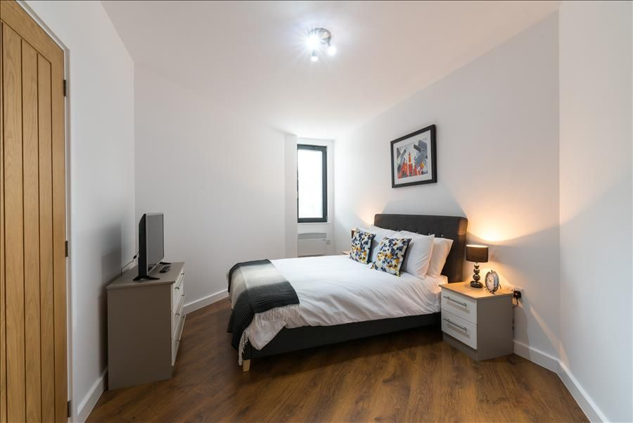 Hotels vacation rentals near peterborough cathedral uk for Design apartment milano city center duomo