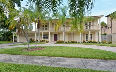 Lovely updated Pool Home on famous St. Armand's Circle, Sarasota, Florida