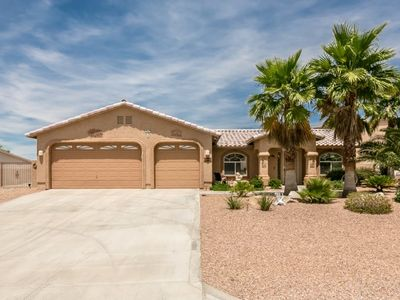 Photo for 3 BEDROOM | 2 BATH | POOL/SPA | PERSONAL PUTTING GREEN | CENTRAL DOWNTOWN LAKE HAVASU