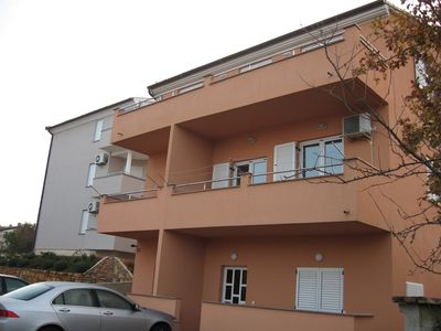 Photo for Apartment in the center of Pješčana Uvala with Air conditioning, Parking, Balcony, Washing machine (668130)