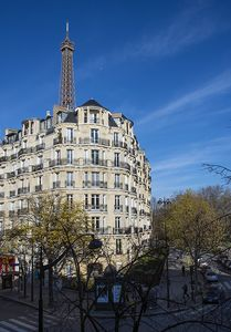 Photo for Fully renovated apartment - 4 people - VIEWS on Eiffel tower and champs de Mars