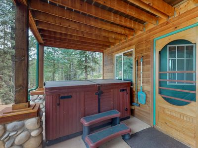 Photo for Spacious home w/ a charming rustic feel & private hot tub, near state park!