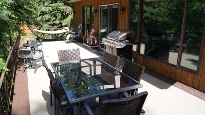 Upper deck with patio table, BBQ, 2 person hammock
