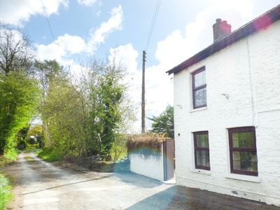Photo for OLD RAILWAY INN COTTAGE, pet friendly in Pencader, Ref 944008