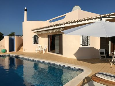 Photo for Carvoeiro, spacious villa with pool and magnificent views, 10 'from beaches