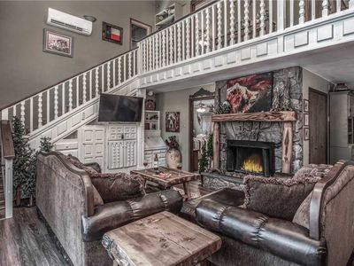Tis Holiday Haus, 3 Bedrooms, Sleeps 9, Fireplace