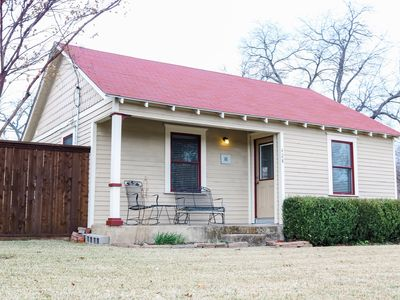 """Photo for 1950's Bungalow in Historical Grapevine """"Corner Cottage""""  (30+ day rental)"""