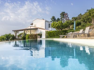 Photo for Beautiful villa with private pool overlooking the sea at 4km from the beach