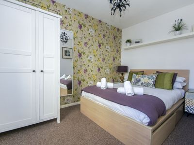 Photo for Cannon Place: 1 bedroom, sleeps 4, central, short walk to beach, wifi
