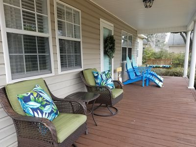 Full front porch that provides plenty of seating.